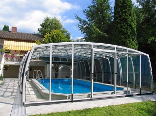 Retractable OMEGA pool enclosure by Alukov