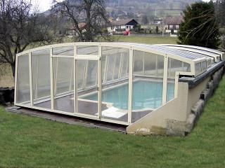 Retractable Pool Cover VENEZIA Increases Temperature Of Water In Pool