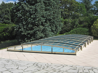Pool enclosure viva retractable pool cover for Retractable swimming pool covers